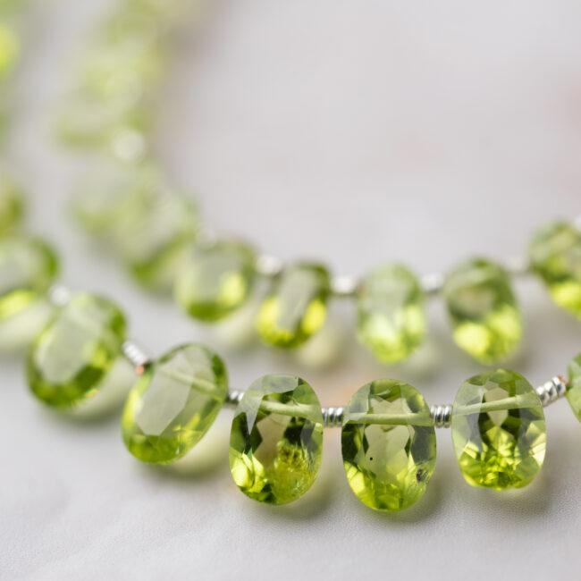 オリーブグリーンの輝きが神秘的なペリドットとは?石言葉や選び方を解説!